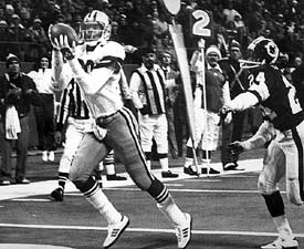 Tony Hill catches winning TD from Roger Staubach. (Photo: NFL Photos)